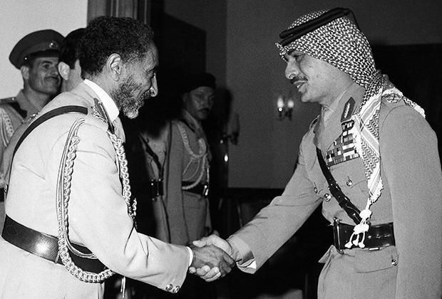 После войны окружавшие Эфиопию колониальные империи начали распадаться, и Хайле Селассие пришлось выстраивать отношения с многочисленными независимыми государствами Африки и Ближнего Востока.