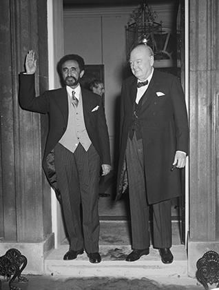 Хайле Селассие и сам любил путешествовать. В 1954 году император посетил Великобританию, где встретился с премьер-министром Уинстоном Черчиллем. В честь эфиопского монарха был дан торжественный обед на Даунинг-стрит, 10.
