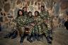 «Черные мамбы» — особенный отряд, противостоящий браконьерству в ЮАР. Он состоит из 31 девушки и одного мужчины, патрулирующих Национальный парк Крюгера. Представители отряда ведут войну без оружия: все они придерживаются философии ненасилия. По мнению «мамб», победить браконьерство возможно лишь образованием и прогрессом, но никак не пулями.