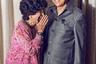 На фото— премьер-министр Малайзии Махатхир Мохамад и его жена. Мохамад является политическим долгожителем, его карьера длится более 40 лет. На этом портрете он изображен в иной ипостаси — в роли любящего мужа.