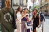 В июльском Париже во время Недели высокой моды возможно все: гостья в пуховике защитного цвета оказывается рядом со смело декольтированной зрительницей в смешном пластиковом козырьке вместо солнцезащитных очков.