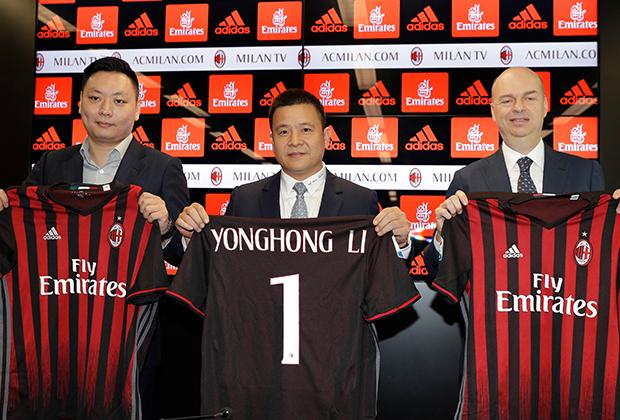 14 аперля 2017 года. Юнхун Ли назначен 22-м президентом «Милана». На первой пресс-конференции также присутствовали представители нового состава совета директоров «Милана» Дэвид Хан Ли и Марко Фассоне. До этого президентом клуба 31 год был Сильвио Берлускони.