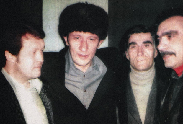 На фото слева направо: Вячеслав Иваньков (Япончик), Валериан Кучулория (Писо), Гайк Геворкян (Гога Ереванский), Саркис Адамян (Борис).