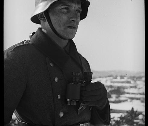 Немецкий солдат во время патрулирования. Норвегия, 1940 год.