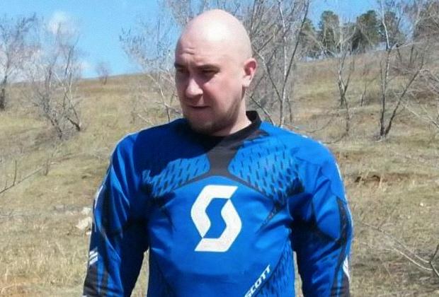 Случайная жертва Евгения Красноярова — байкер Роман Чипизубов. Джон собирался расстрелять его отчима.