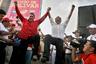 Даниэль Ортега вернулся к власти в 2007 году. Его прагматичный подход к экономике, заключение соглашений о свободной торговле со странами Центральной Америки и финансовая помощь Венесуэлы внесли свой вклад в экономический рост и стабильность Никарагуа. С тех пор страна стала одной из самых экономически благополучных в регионе: правительство увеличило государственные расходы, особенно на всевозможные социальные программы. Так сандинисты заручились поддержкой граждан, которая позволила Ортеге дважды переизбраться на пост — в 2011-м и 2016 годах.