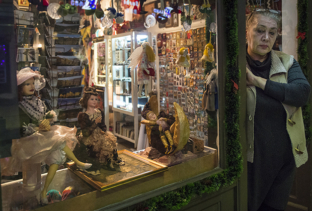 Сувенирная лавка на одной из улиц Тбилиси