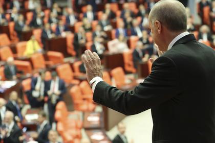 В Турции уволили более 18 тысяч чиновников и силовиков