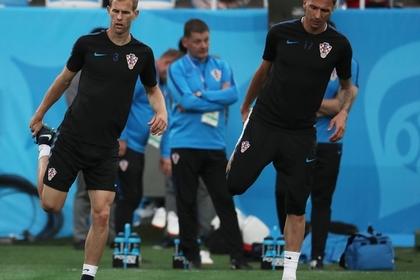 Игроки сборной Хорватии Иван Стринич и Марио Манджукич (слева направо)