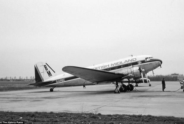 Douglas DC-3 — самолет, совершивший революцию в пассажирской авиации. Он был быстр — максимальная скорость составляла 333 километра в час, обладал достаточно большой дальностью в 2400 километров, мог взлетать с грунтовых аэродромов и с коротких ВПП. DC-3 использовали 24 авиакомпании в США, Европе и Латинской Америке.