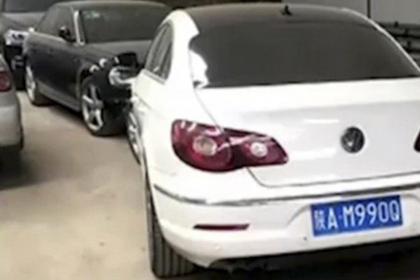 В Китае угнанную от полицейского участка машину нашли у полицейского