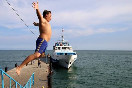 Взрослым разрешили купаться в Черном море