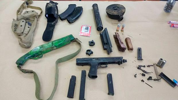Из материалов уголовного дела: оружие, обнаруженное в тайниках на чердаке детско-юношеской спортивной школы.