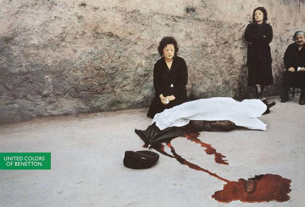 Компания уделяла внимание и борьбе с насилием. На рекламном плакате — репортажный снимок 1980-х годов: плачущая женщина над закрытым простыней телом. Дочь покойного — убитого сицилийской мафией Бенедетто Градо реклама возмутила: она (и небезосновательно) усомнилась, что смерть ее отца может использоваться для рекламы одежды.