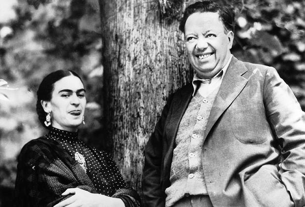 Кало вышла замуж за художника Диего Риверу, который был старше нее на 21 год. С Риверой она познакомилась еще до аварии — он расписывал стены в школе, где она училась.