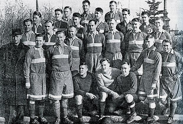 Ноябрь 1945 года. Московские динамовцы перед отлетом в Англию