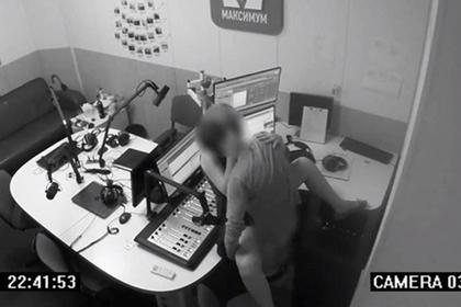Украинец попытался заняться сексом в студии радиостанции и пожалел