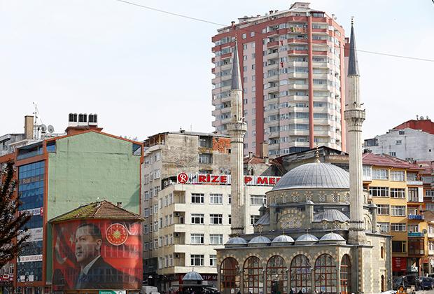 A huge portrait of Turkish President Tayyip Erdogan surrounds a building in Rize on the Black Sea coast, Turkey, April 3, 2017. Picture taken April 3, 2017.