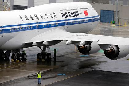Пилот покурил в самолете и лишил пассажиров кислорода