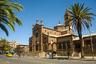В 1885 — 1890 годах Эритрея была завоевана итальянцами. В новую колонию хлынули переселенцы с Аппенин. Уже в 1921 —1923 годах в Асмэре был построен кафедральный собор святой девы Марии. Здание выполнено в романском стиле по проекту Ореста Сканавини. К 1941 году 28 процентов жителей Эритреи были католиками.