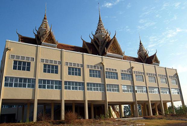 Здание суда, где слушались дела подозреваемых в сотрудничестве с режимом «красных кхмеров»