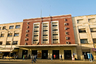 Кинотеатр Имперо, как и католический собор девы Марии, находится на улице Харнет —одной из центральных в городе. Имперо — визитная карточка Асмэры. Здание в стиле ар-деко было построено в 1937 году архитектором Марио Мессиной. Долгие годы Имперо оставался крупнейшим кинотеатром страны и за 80 лет ни разу не был реконструирован.