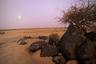 В западной части Эритреи расположен самый восточный край Сахеля —протянувшейся через всю Африку тропической саванны, которая является переходом от пустыни Сахара к более плодородным землям тропической Африки. В 1914 и с 1968 по 1973 годы в Сахеле произошли страшнейшие засухи, после чего эта часть Эритреи почти полностью обезлюдела.