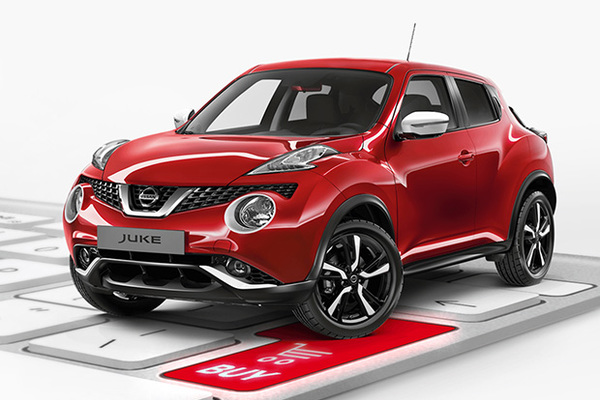 Nissan juke моет сексуальная девушка