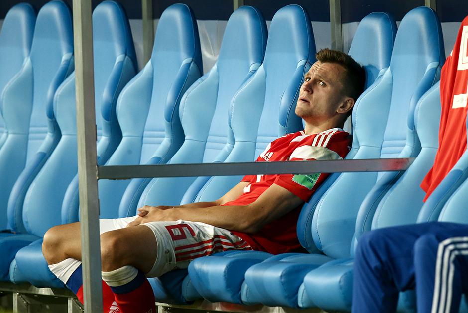 Денис Черышев стал лучшим бомбардиром сборной России на чемпионате мира. Футболист дважды признавался самым ценным игроком матча и был включен в символическую команду открытий мундиаля по версии ESPN.