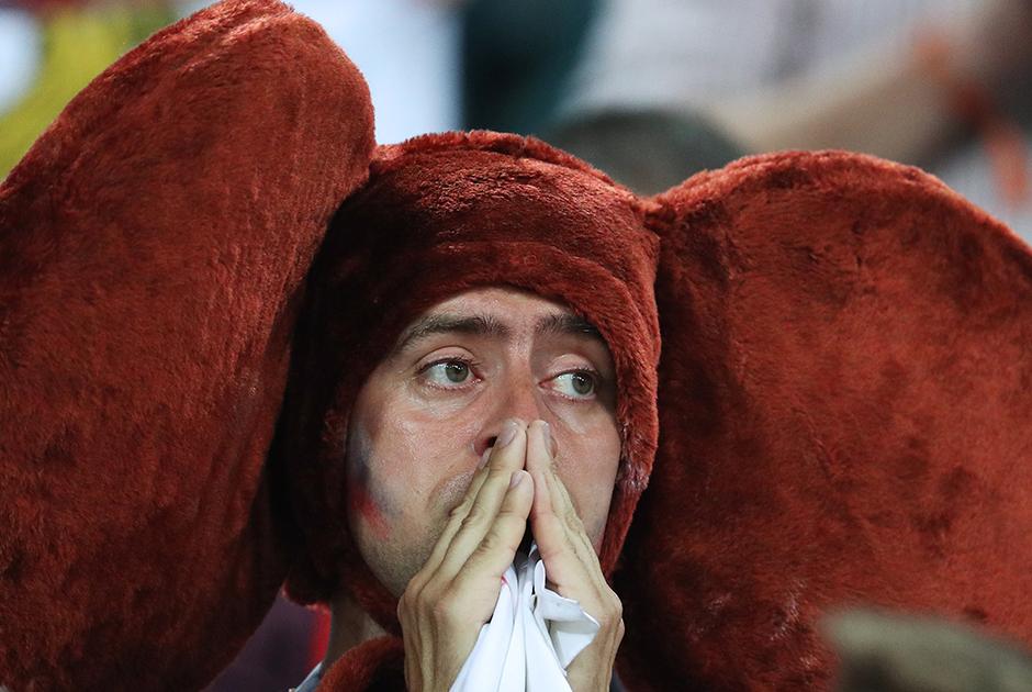 Вера. Наверное, это главное, что дала сборная России своим болельщикам, отношения с которыми перед стартом мундиаля, казалось, были напрочь испорчены. Но уверенный ход на групповом этапе и особенно победа над сборной Испании показали, что в стране появилась команда, за которую хочется болеть. И поражение от Хорватии— обидное, по пенальти— было встречено громогласным «Молодцы!», которое прозвучало по всей стране. Парни, спасибо!