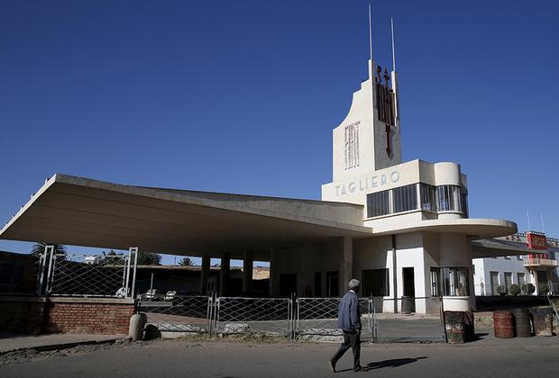 Строительство сервисного центра Fiat Tagliero было завершено в 1938 году. Построенное Джузеппе Петацци в футуристическом стиле здание резко отличается от остальных построек 1930-х годов в Асмэре. Петацци постарался сделать здание похожим на самолет. Огромные бетонные «крылья» крыши без опор так напугали местные власти, что они распорядились добавить колонны. Петацци обещал убить подрядчика, если он выполнит это требование. В итоге решили обойтись без колонн. В отличие от многих других сооружений Тальеро почти не пострадал в войнах, а в 2001 году здание было отреставрировано.