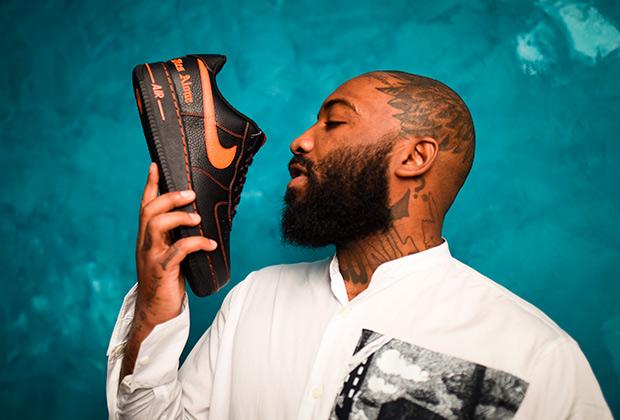 Сразу же после обвинений Джабари Шелтона, больше известного под псевдонимом A$AP Bari, в домогательствах с ним разорвал контракт Nike. Ранее американский гигант выпустил коллаб с брендом Шелтона VLONE. Вот она, разница между США и Европой.