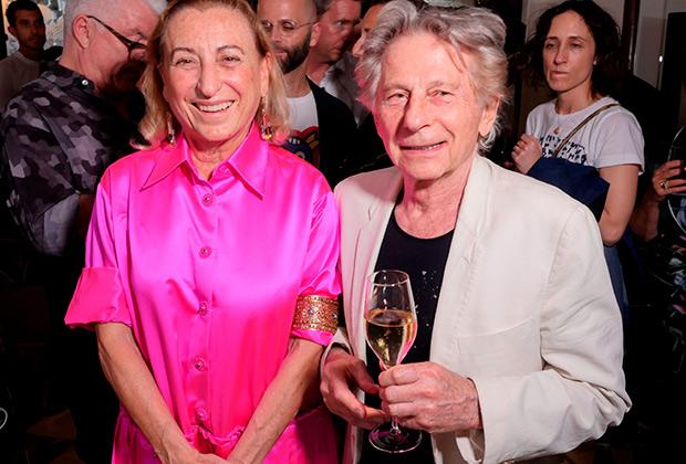 Большинство европейцев считает, что Роман Полански невиновен, но в США ему грозит солидный тюремный срок. Миуччу Праду это не волнует: она пригласила поляка на показ Miu Miu и весело проводила с ним время за бокалом шампанского.