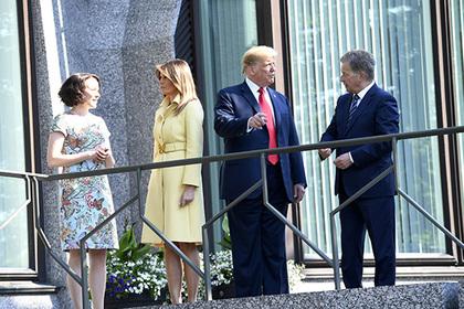 Мелания Трамп укуталась в пальто в 27-градусную жару