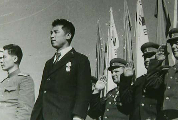 Ким Ир Сен на митинге в Пхеньяне, 14 октября 1945 года