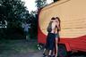 """Выбор члена жюри Джулии Тикоцци — снимок немецкой фотохудожницы Анаис Перри. Ее поразила тревожность этого изображения и его внутренняя сила. Кажется, что это классическая сцена: молодая пара прячется от посторонних глаз, чтобы проявить чувства друг к другу. «Но где они? Кто третья фигура на заднем плане? Эти сомнения в моем сознании и тревожная композиция сцены придают изображению напряжение, как будто Перри запечатлел момент """"незадолго до"""" чего-то», — рассуждает Тикоцци."""