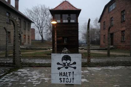 Туристов застали за воровством кирпичей в концлагере