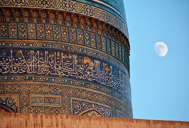 Купол медресе Мири Араб в Бухаре. Медресе было построено в середине XVII века и входит в список культурного наследия ЮНЕСКО.