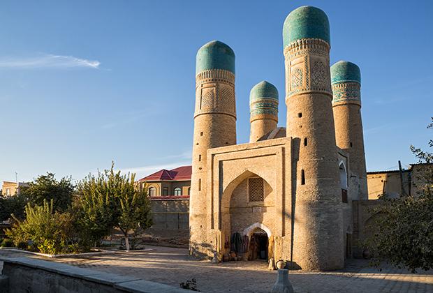 Медресе Халифа Ниязкула, более известное как Чор-Минор, было построено в начале XIX века. Однако медресе с таким же названием существовало в Бухаре с XVII века.