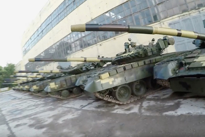 Украинские видеоблогеры проникли на неохраняемый танковый склад