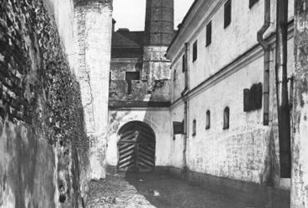 Внешний двор тюрьмы Трубецкого бастиона Петропавловской крепости в 1920-х годах