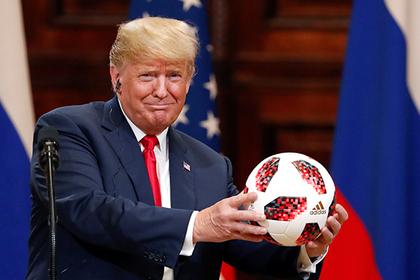 Путин вручил Трампу мяч чемпионата мира-2018
