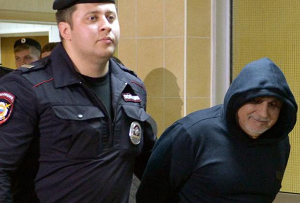 Вор в законе Захарий Калашов — Шакро Молодой (справа)