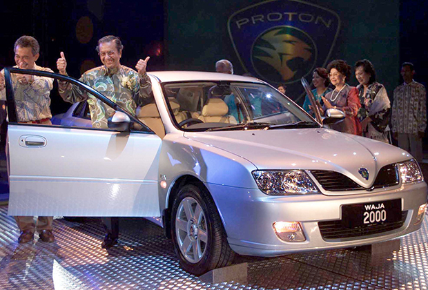 Мохатхир Мохамад на представлении автомобиля малайзийского производства Proton Waja в мае 2018 года
