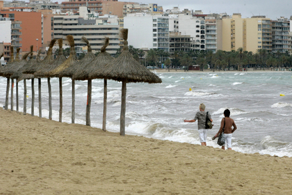 Пляжи популярного у россиян курорта затопило цунами