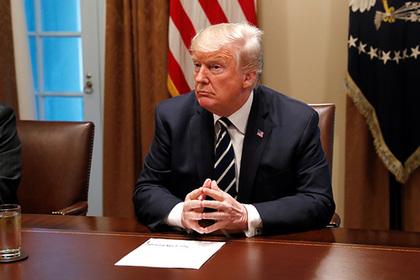 Белый дом погрузился в темноту после слов Трампа о доверии к разведке
