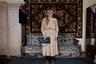 Это Вера Зенько из белорусского города Воложина. Когда она была девочкой, ее беременную мать увезли фашисты. Девочка бежала за повозкой, умоляя, чтобы немцы сжалились. Те выбросили мать из телеги.   <br> <br>  Теперь Вере 91 год, она называет свою жизнь «последними сезонами». Она раскрыла шкаф и рассказала фотографу Татьяне Ткачевой о своей жизни через содержимое гардероба. Последний наряд из тех, что Вера представила Татьяне, — похоронное платье, платок и туфли, которые она подобрала для своей будущей траурной церемонии.