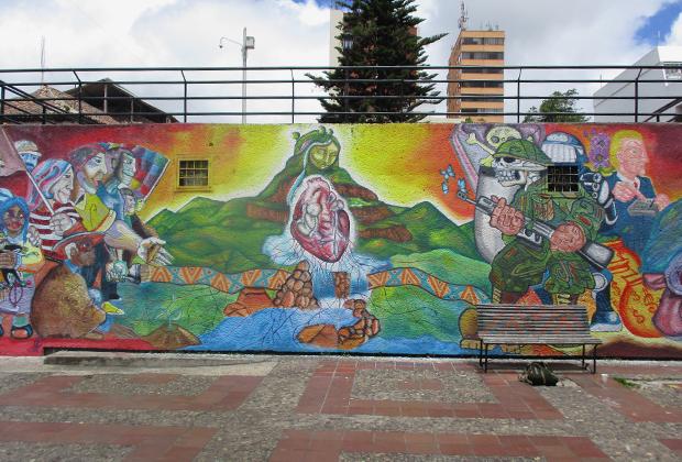 Антиамериканское граффити в Боготе