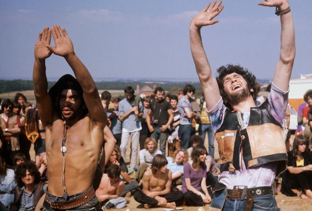 1970 год. Вудсток уже отгремел, и все, что будет позже, будет лишь жалким повторением. Но эти молодые люди все равно наслаждаются молодостью и свободой на фестивале поп-музыки Isle of Wight.
