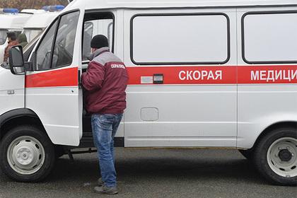 Губернатор Подмосковья вручил врачам ключи от новых машин скорой помощи